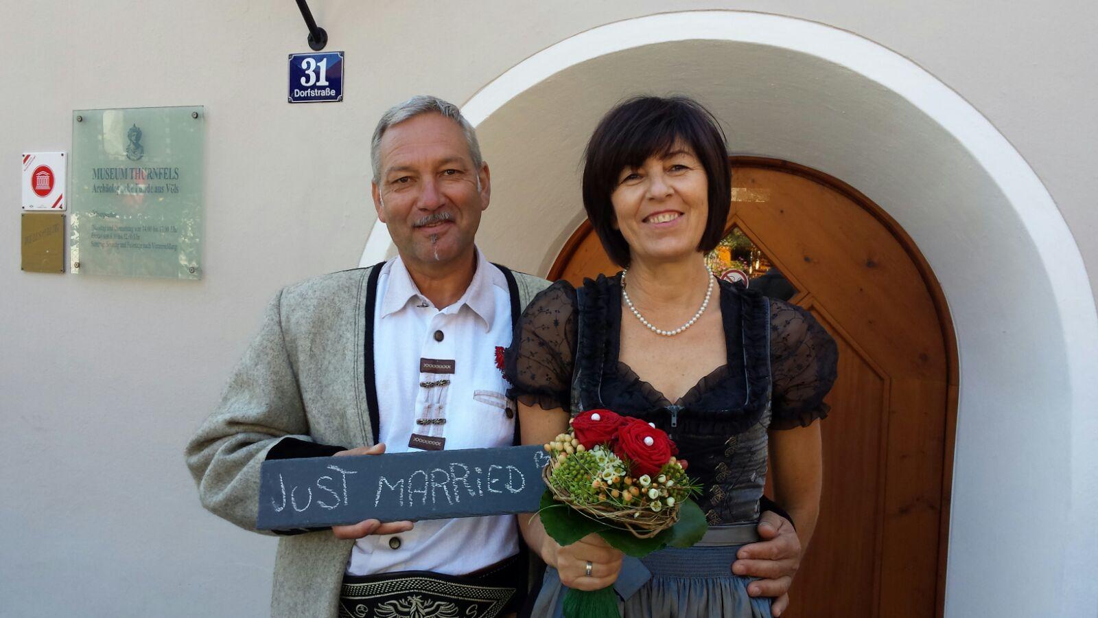Die Lederhosenrunde Völs gratuliert unserem Obmann Stv. Seitz Georg recht herzlich zur Hochzeit mit seiner Babsi. Wie es sich gehört waren die Trauzeugen auch Lederhosler. Rangger Erich und Köfler Gerhard begleiteten…